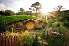 Imagen Full-Day Shore Excursion: Hobbiton and Te Puia Combo