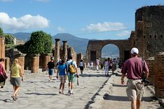 Full day tour from Rome to Pompeii and Naples, private tour