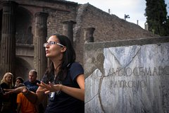 group guided tour in Pompeii