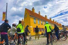 Aarhus 3-hour City Highlights Bike Tour