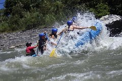Imagen White Water River Rafting in Baños Private Tour