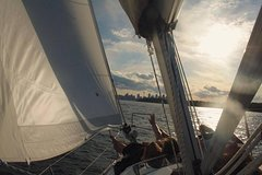 Imagen Sydney Harbour Sailing Tour with Swimming in Athol Bay