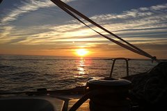 Imagen The Best Sunset Lisbon Sailing Experience
