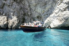 SEMI PRIVATE TOUR: Discover Capri by boat