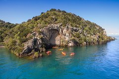 Imagen Half-Day Kayak to the Maori Carvings from Taupo