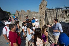 Explore Pompeii and Herculaneum with an Archaeologist