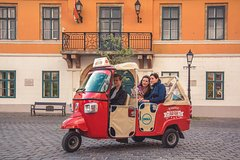 Budapest TukTuk Private Tour with Goulash Soup in the Downtown