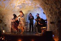 Imagen Espectáculo flamenco de 1,5 horas en una cueva-restaurante en Granada
