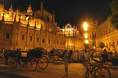 Imagen Seville at Night Private Tour with Flamenco Show at Casa de las Guitarras