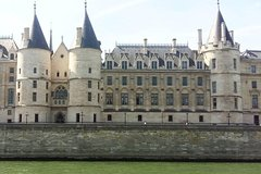 Imagen Private Walking Tour of Paris Including Notre Dame and Ile de la Cité