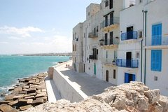 Walking Tour in Monopoli: walking in the ancient village