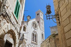 Historical walking tour of Bari with food tasting * private tour *
