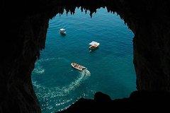 Discovery Capri island by boat