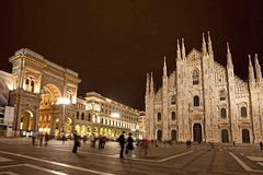 Milan by Night Treasure Hunt for Kids & Family with Pizza Gelato &