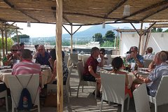 Outdoor old-style Neapolitan lunch and stroll in the vineyard alongside the ruins
