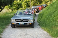 Free vintage convertible car tours on the most scenic Tuscan roads