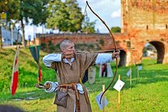 LEARN HOW TO FIGHT IN MEDIEVAL DRESSES