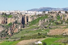 Imagen Private White Villages Guided Day Tour from Seville