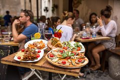24 or 48hr Hop-on Hop-off Bus Tour with Rome Street Food and Wine Tasting Walking Tour