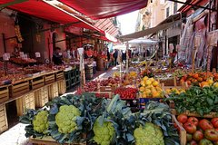 Historical markets and street food - Historical markets and street food