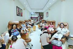 Come to an upscale spa in HCM for manicures, pedicures or massage