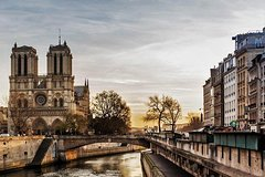 Imagen Semi-Private Guided Walking Tour: Paris City Center Including Notre-Dame Interior