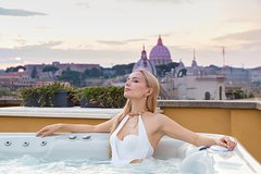 Hot tube with amazing view on Rome