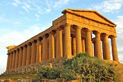 Guide service in the tourist, archaeological and naturalistic centers of Sicily