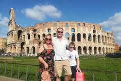 Skip the line Kid-Friendly Colosseum Tour with hotel pick-up led by Alessan