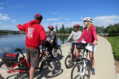 Imagen Canberra: 2 Hour Discover the Nature Capital by Electric Bike Tour