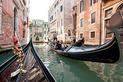 Gondola Ride with Serenade in the Grand Canal and Minor Canals