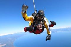 Imagen Lake Taupo 15,000-Foot Tandem Skydiving