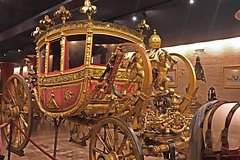 Kid-Friendly Vatican Tour with Carriage Pavilion & Fast Access by Aless