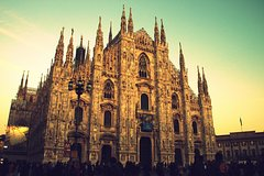 Milan City Walk (2.5 hrs with live guide; choose English, Italian or Japanese)
