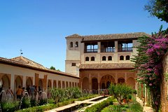 Imagen Malaga Shore Excursion: Skip-the-Line Alhambra and Generalife Gardens Tour