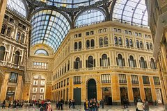 Naples Walking and Sightseeing Tour with Pizza and Sfogliatella Small Group Tour