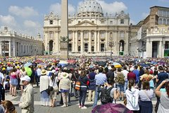 24 or 48 Hour Hop-on Hop-off Bus Tour with Public Papal Audience