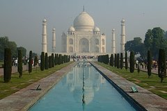 Private Arrival Transfer from Delhi International Airport to Taj Mahal