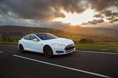 Private Arrival in Tesla: Airport to Cairns Hotel