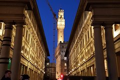 Uffizi Gallery Small-Group Walking Tour with Taste of Florence