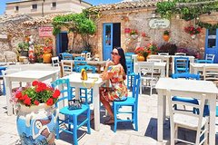 COLORS , FLAVORS and SMELLS IN THE SCENIC BAROQUE of SICILY