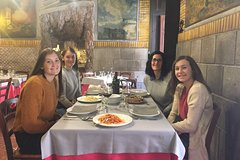 Roman Lunch Food & Wine Tour in the Trevi Area with Farmers Market Visit