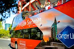Imagen Hop-on-Hop-off-Bustour in Lissabon mit optionaler Cascais Linie