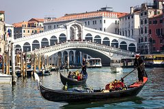 Private Arrival Transfer: Venice Airport to Hotel with Car and Water Taxi