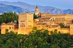 Excursión de un día a Granada desde Sevilla, con entrada sin colas al Palacio de la Alhambra y un recorrido a pie opcional por el Albaicín