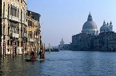 Skip the Line: Morning Venice Gondola Ride and Walking Tour with St Mark's Basilica