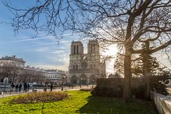Imagen Skip the Line Notre Dame Cathedral Audio Guided Tour and Latin Quarter Tour