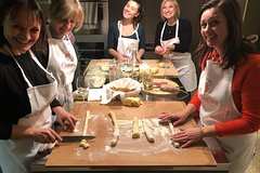 Private cooking class with lunch or dinner in Tivoli