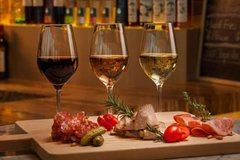 From Rome to the Castles: taste the typical wines in 3 hours with the private tour