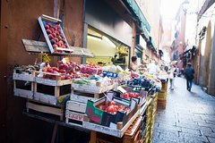 Private market tour, lunch or dinner and cooking demo in Camogli